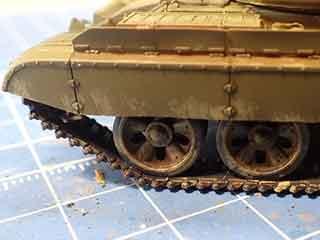戦車前左車輪