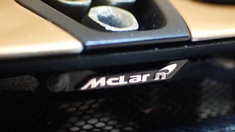 後ろのMcLarenの文字